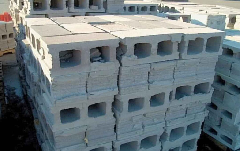 housees with masonry concrete